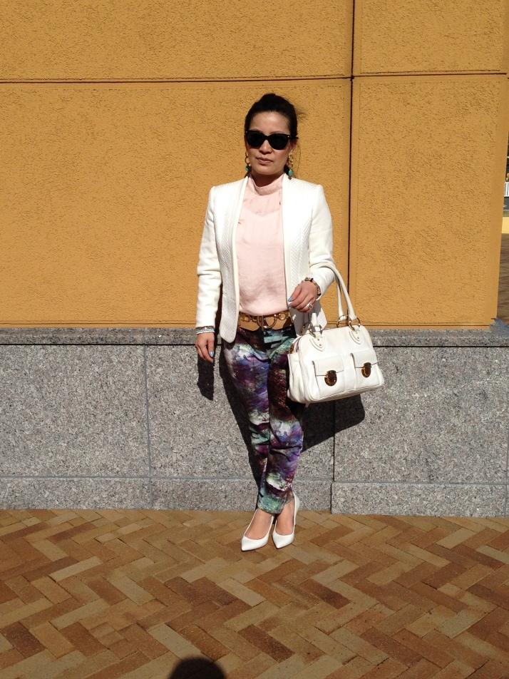 Blazer:  H&M, Blusa: Forever 21, Bolsa: Marc Jacobs, Scarpin: Tabita.